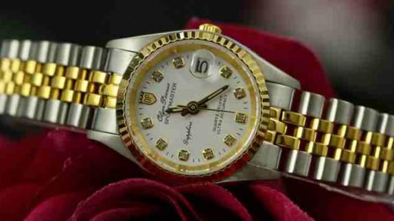 Giá đồng hồ fake cao hơn giá đồng hồ chính hãng