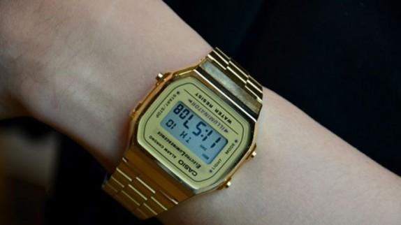 Đồng hồ Casio điện tử mạ vàng - Lý giải cơn sốt đồng hồ cổ điển