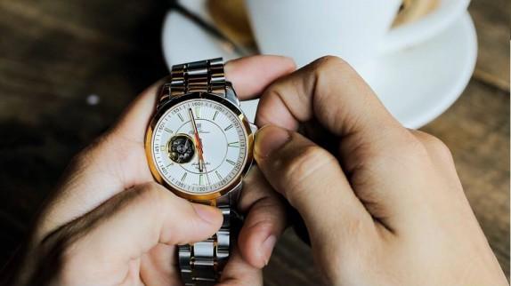 Giải đáp thắc mắc xoay quanh đồng hồ nam hiệu OP