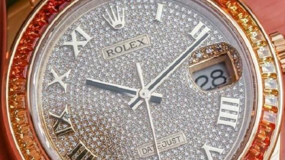 Bạn băn khoăn về giá đồng hồ Thụy Sĩ nam chính hãng?