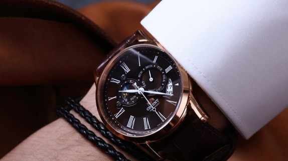 Những điều cần biết khi mua đồng hồ xách tay chính hãng