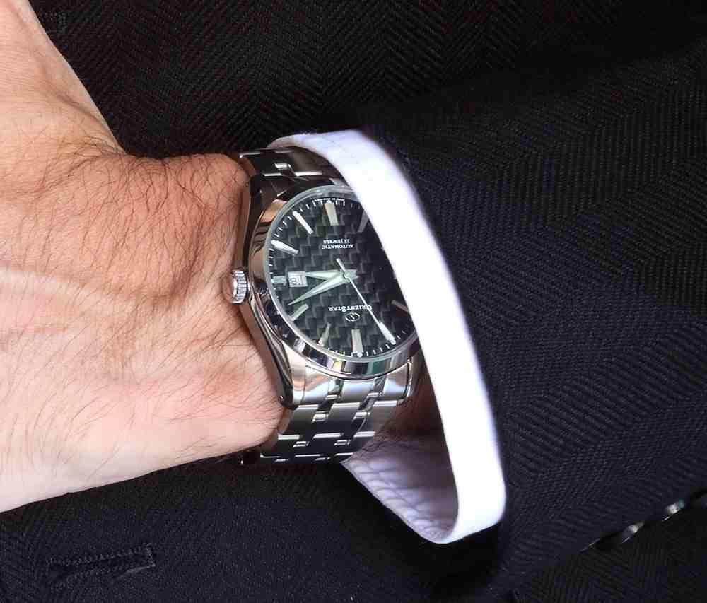 Đánh giá đồng hồ Orient Star Standard-Date mặt số Cacbon
