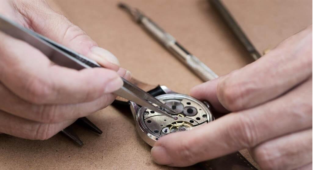 Sự thật về các cửa hàng sửa đồng hồ đeo tay ở Hà Nội