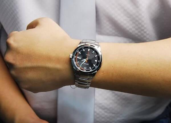 3 mẫu đồng hồ đeo tay nam giá rẻ tại Hà Nội đang được săn đón