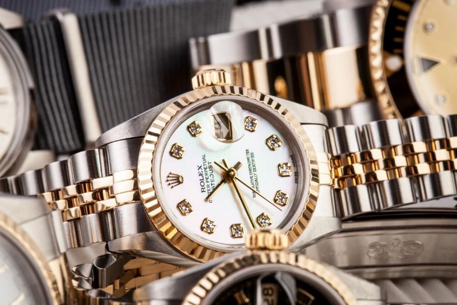 """Tư vấn chọn đồng hồ đeo tay nữ cao cấp phù hợp """"gu"""" thẩm mỹ"""