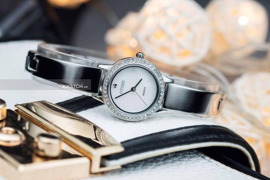 Đồng hồ nữ đính đá, xu hướng thời trang nữ 2020