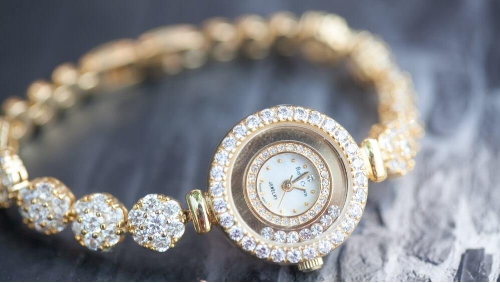 """Đi tìm lời giải đáp cho câu hỏi: """"Đồng hồ nữ hiệu nào đẹp?"""""""