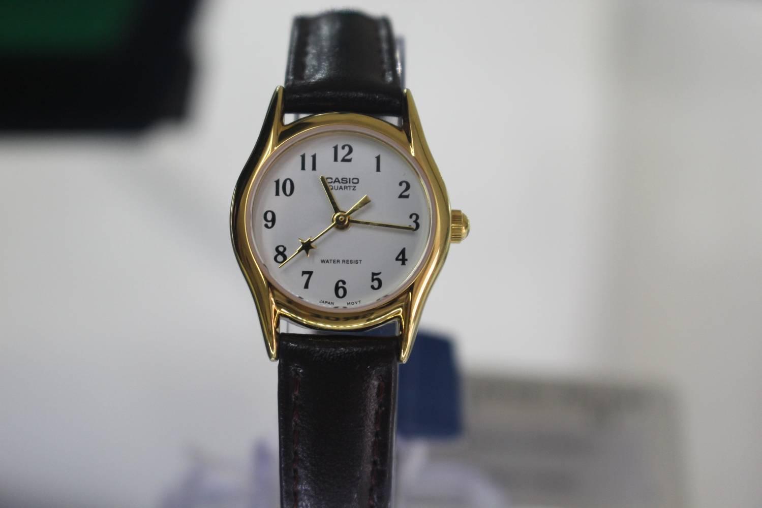 Đồng hồ quartz nữ dây da - lựa chọn hoàn hảo của phái đẹp
