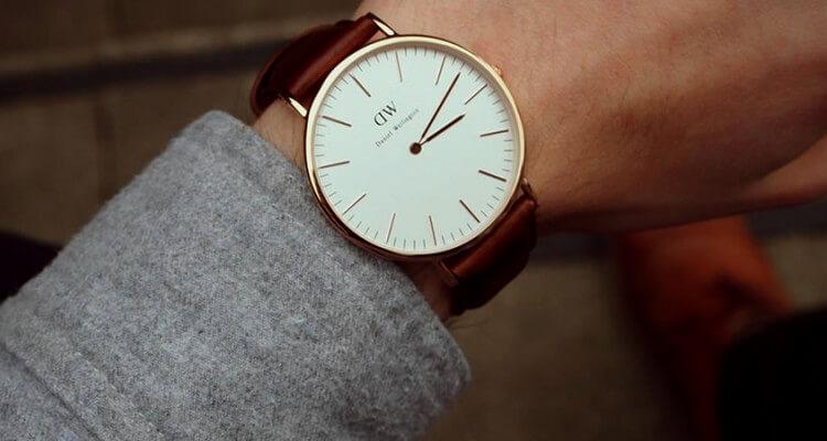 Xu hướng mới: Đồng hồ đeo tay nam Uniform