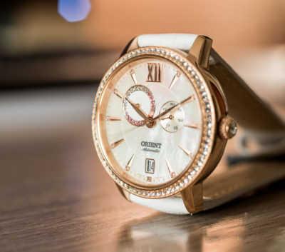 Tuyển chọn đồng hồ nữ màu trắng đáng mua nhất năm