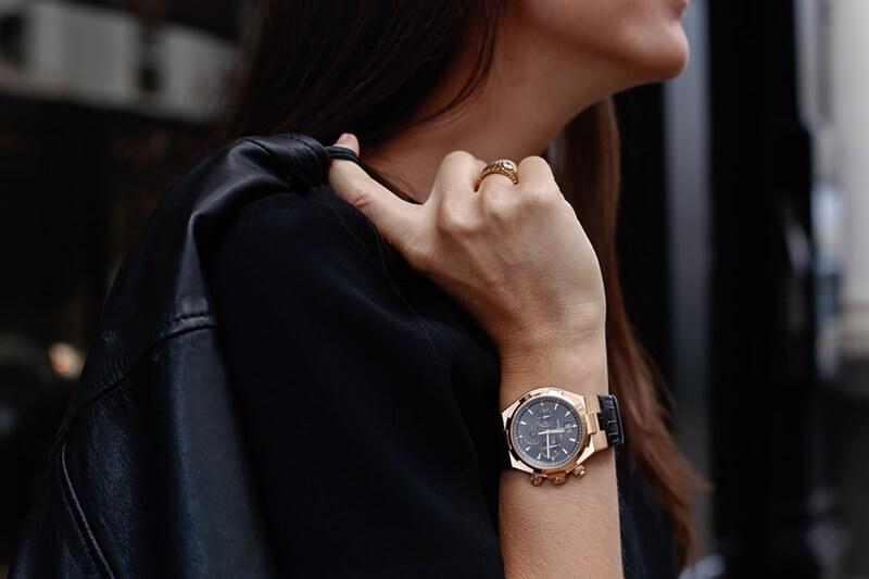 Giải đáp thắc mắc: Nữ đeo đồng hồ nam được không?