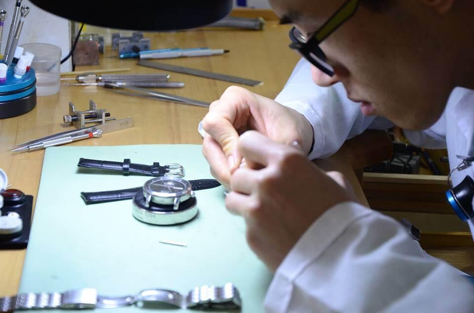 Nguyên nhân và cách xử lý đồng hồ cơ chạy chậm