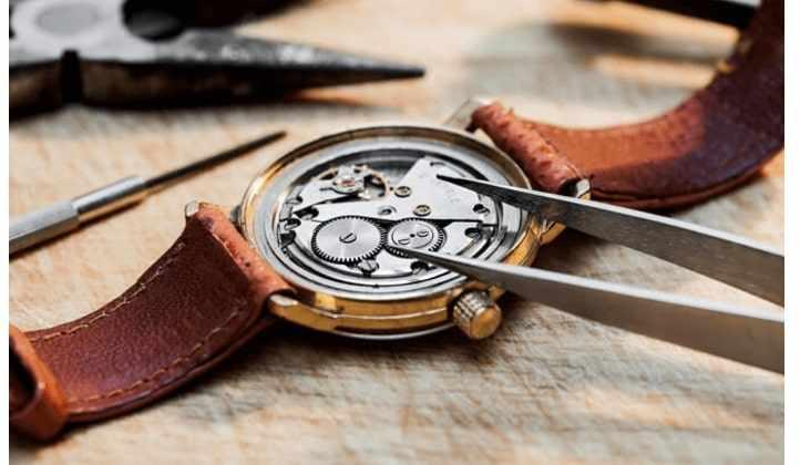 Thay pin đồng hồ Oympia Star việc tưởng khó hóa dễ dàng
