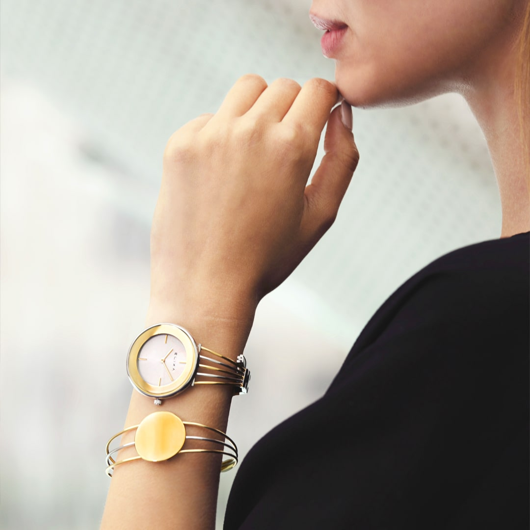 Khám phá các mẫu đồng hồ lắc tay nữ HOT nhất hiện nay