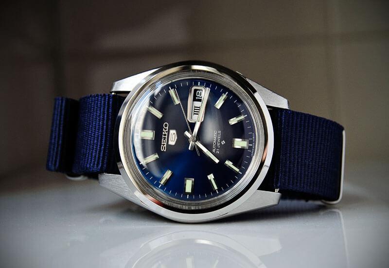 """Đập tan quan điểm sai lầm về """"đồng hồ Seiko 5 quartz 21 jewels"""""""