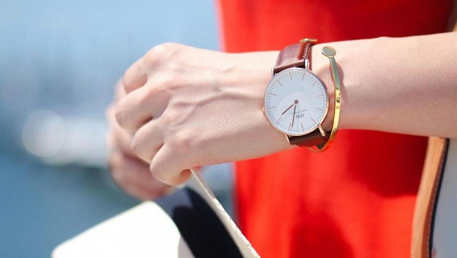 Cách chọn mua đồng hồ nữ dây da hữu ích cho phái đẹp