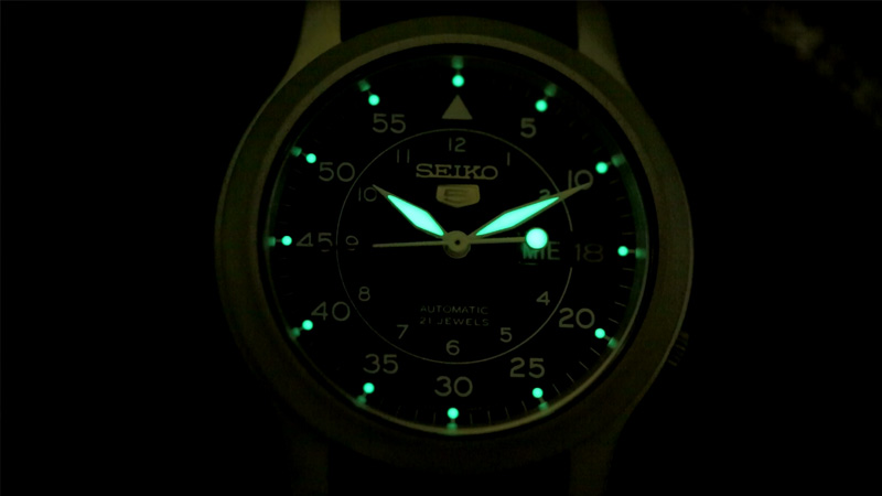 Tạo sự nổi bật với đồng hồ đeo tay nam chính hãng phát sáng