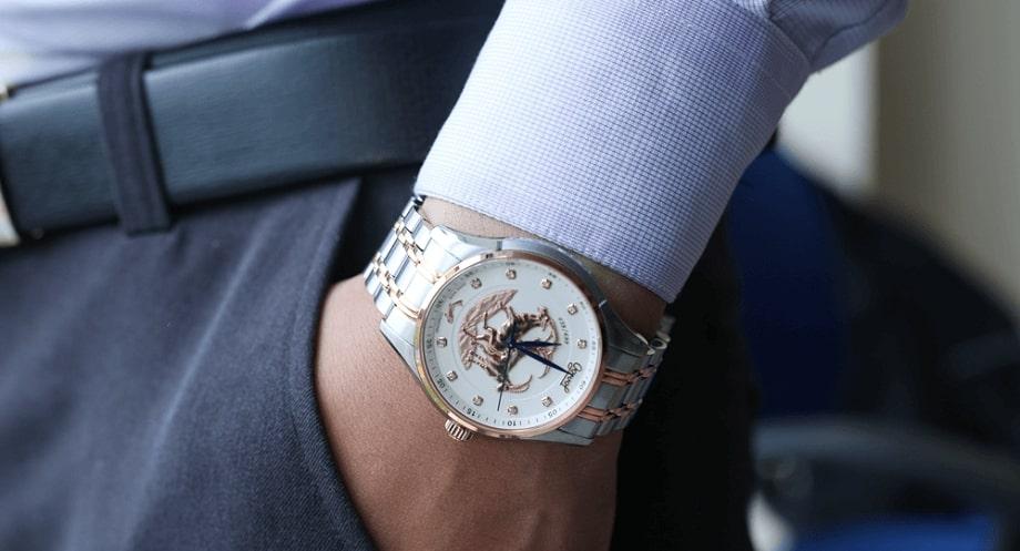 Mua đồng hồ Ogival nam dây kim loại nào đẹp?