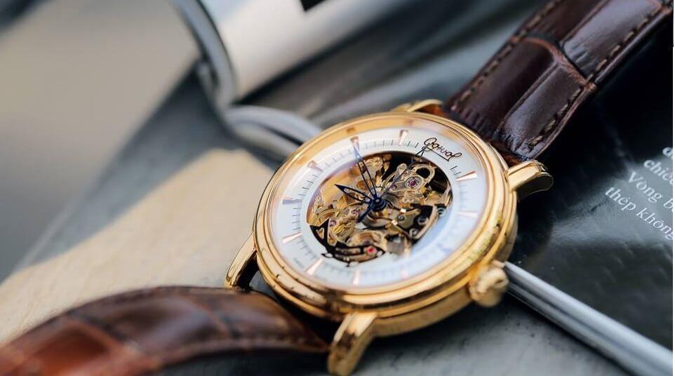 Bạn có biết mức giá đồng hồ đeo tay Ogival chính hãng là bao nhiêu?