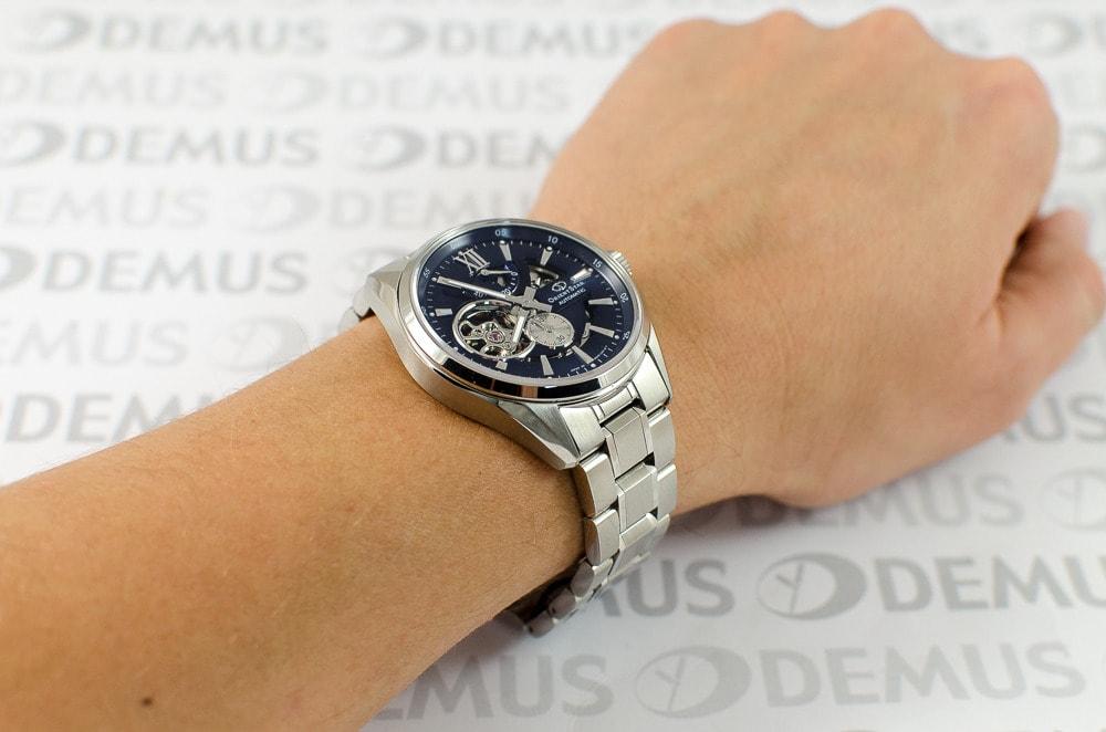 Đồng hồ Orient SDK05002D - Giống như vũ trụ, đàn ông cũng là ẩn số