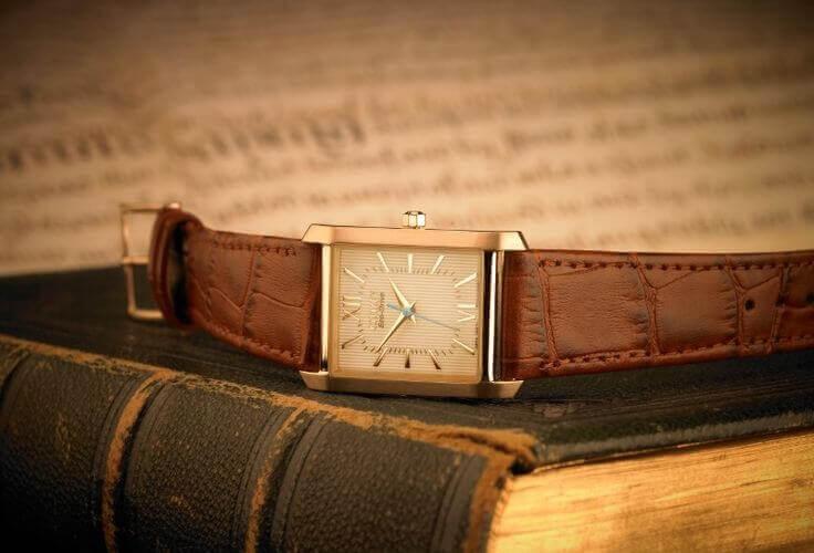 """""""Đổi gió"""" với đồng hồ Citizen mặt vuông"""