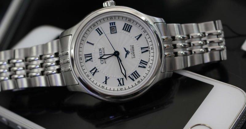 Đồng hồ Citizen Sapphire có gì hấp dẫn người dùng đến vậy?