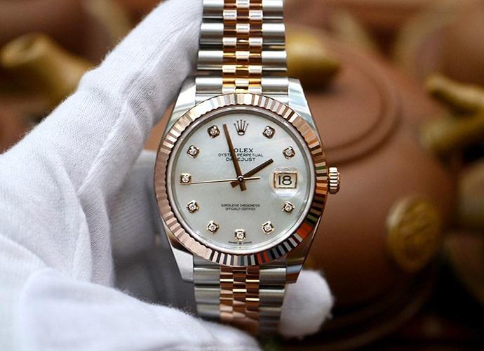 Đồng hồ Rolex mặt số xà cừ