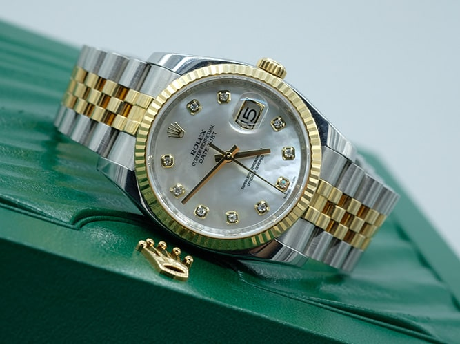 Đồng hồ Rolex mặt xà cừ