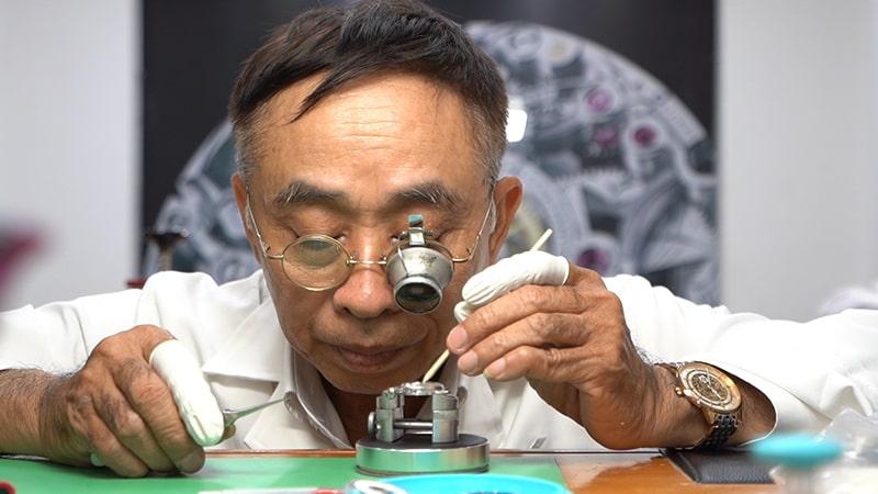 Thầy Phan Tấn Chi đến với nghề sửa đồng hồ
